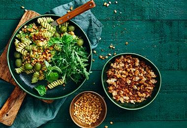 Platos con Pasta vegetales y granos