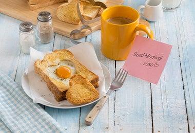 Desayuno con huevos y café
