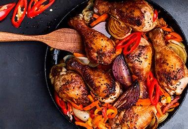 Muslos de pollo con verduras