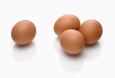 Huevos enteros en desayuno continental
