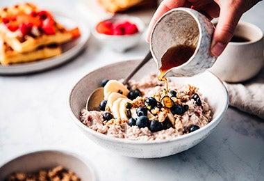Desayuno con granola y miel