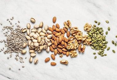 Variedad de semillas y nueces