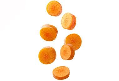 Trozos de zanahoria de snacks salados