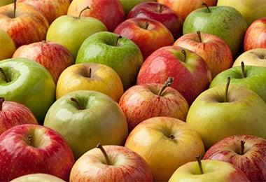Manzanas de diferentes colores para usar en los desayunos para niños