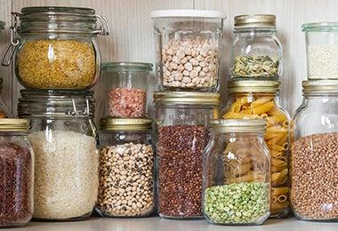 Despensa con granos y quinoa
